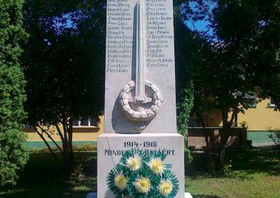 Magyaratád világháborús emlékmű 2010.08.26. küldő-Csiszár Lehel