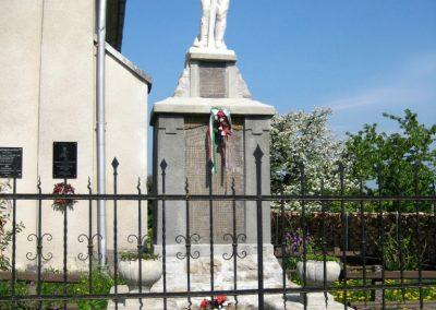 Magyardécse világháborús emlékmű 2010.05.04. küldő-Tibisten