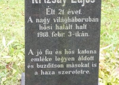 Magyarföld 36 ember lakik ebben a kis faluban.Emlékmű nem volt,csak ezt a sírt mutatta egy bácsi 2009.10.15. küldő-Sümec (2)