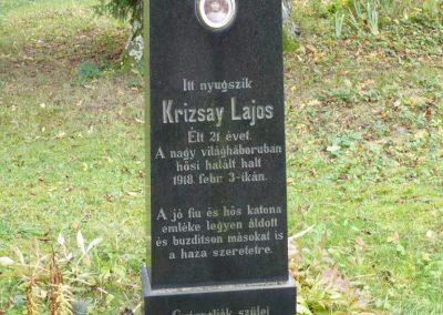 Magyarföld 36 ember lakik ebben a kis faluban.Emlékmű nem volt,csak ezt a sírt mutatta egy bácsi 2009.10.15. küldő-Sümec