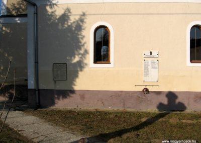Magyargéc világháborús emléktáblák 2011.03.12. küldő-kalyhas (1)