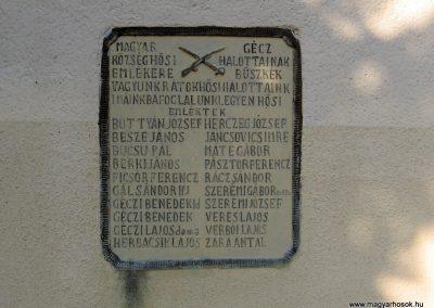 Magyargéc világháborús emléktáblák 2011.03.12. küldő-kalyhas (2)