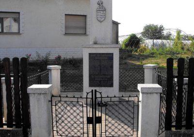 Magyarmecske világháborús emlékmű 2012.08.01. küldő-KRySZ (1)
