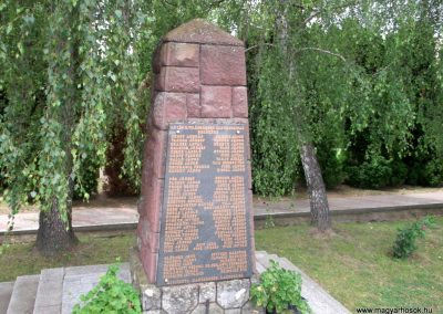 Magyarszék világháborús emlékmű 2011.03.31. küldő-Ősz Béláné (4)