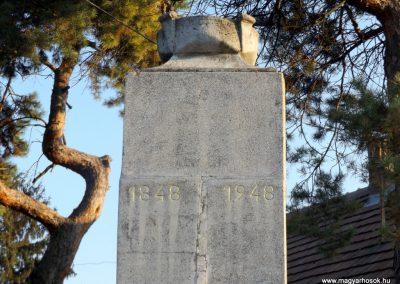 Majosháza világháborús emlékmű 2015.10.31. küldő-kalyhas (2)