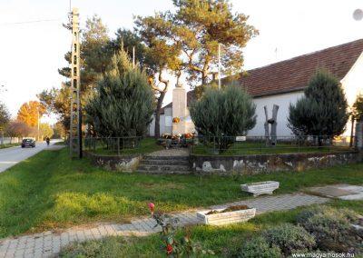 Majosháza világháborús emlékmű 2015.10.31. küldő-kalyhas