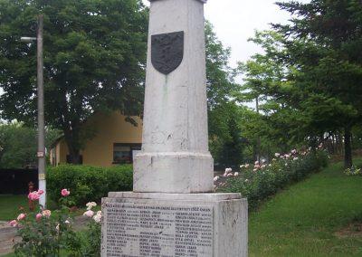 Majs I.vh emlékmű 2009.06.01.küldő-Horváth Zsolt