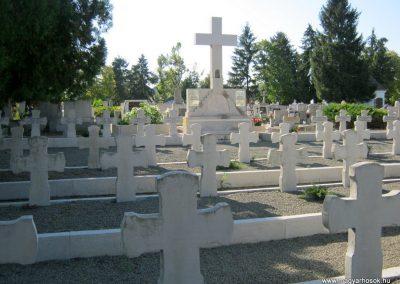 Makó katolikus temető megújult emlékműés katonasírok 2018.09.16. küldő-Bali Emese (11)
