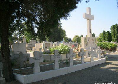 Makó katolikus temető megújult emlékműés katonasírok 2018.09.16. küldő-Bali Emese (12)