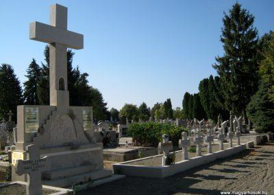 Makó katolikus temető megújult emlékműés katonasírok 2018.09.16. küldő-Bali Emese (2)