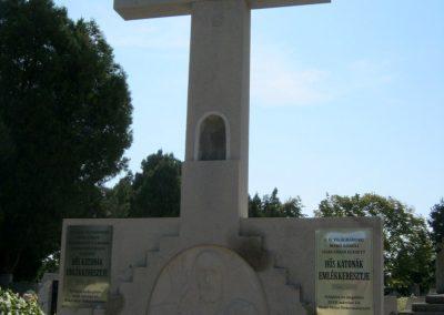 Makó katolikus temető megújult emlékműés katonasírok 2018.09.16. küldő-Bali Emese (3)