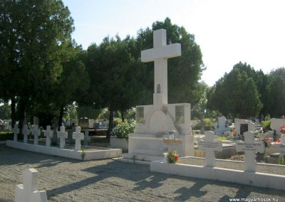 Makó katolikus temető megújult emlékműés katonasírok 2018.09.16. küldő-Bali Emese