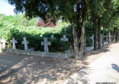 Makó temető, I. világháborús emlékmű és világháborús katonasírok 2015.05.07. küldő-Emese (4)