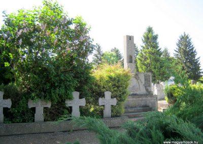 Makó temető, I. világháborús emlékmű és világháborús katonasírok 2015.05.07. küldő-Emese
