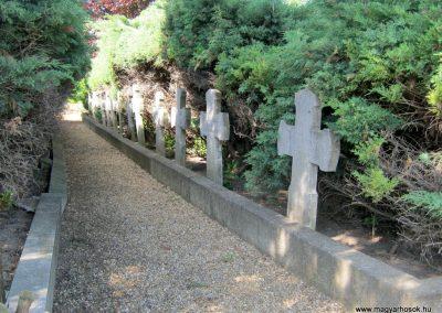 Makó temető, I. világháborús emlékmű és világháborús katonasírok 2015.05.07. küldő-Emese (6)