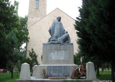 Maklár világháborús emlékmű felújítás után 2010.07.19. küldő-kalyhas