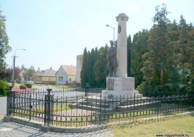 Marcali I. világháborús emlékmű 2012.08.16. küldő-Sümec (7)