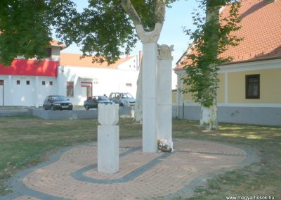 Marcali II. világháborús emlékmű 2012.08.16. küldő-Sümec (20)