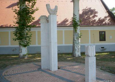Marcali II. világháborús emlékmű 2012.08.16. küldő-Sümec (30)