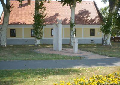 Marcali II. világháborús emlékmű 2012.08.16. küldő-Sümec