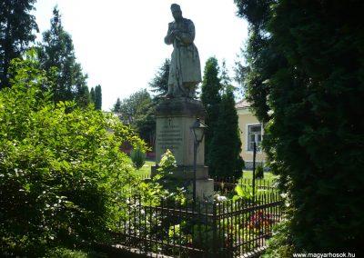 Marcaltő világháborús emlékmű 2009.07.24.küldő-Sümec (4)