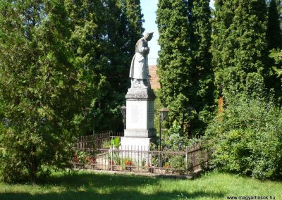 Marcaltő világháborús emlékmű 2009.07.24.küldő-Sümec (6)