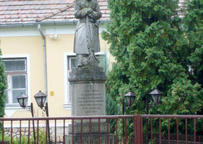 Marcaltő világháborús emlékmű 2010.09.17. küldő-Sümec (2)