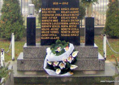 Medve világháborús emlékmű 2012.12.16. küldő-Méri (2)