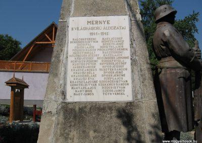 Mernye világháborús emlékmű 2007.08.06.küldő-Kályhás (2)