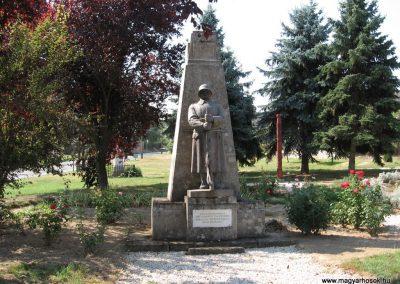 Mernye világháborús emlékmű 2007.08.06.küldő-Kályhás