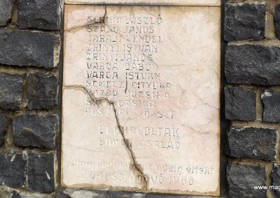 Mesztegnyő II. világháborús emlékmű 2014.10.25. küldő-kalyhas (10)
