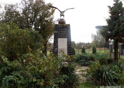 Mesztegnyő II. világháborús emlékmű 2014.10.25. küldő-kalyhas (11)