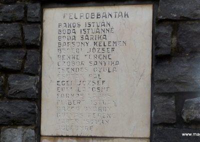 Mesztegnyő II. világháborús emlékmű 2014.10.25. küldő-kalyhas (12)