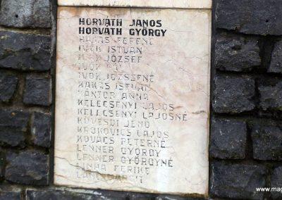 Mesztegnyő II. világháborús emlékmű 2014.10.25. küldő-kalyhas (13)