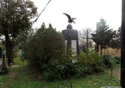 Mesztegnyő II. világháborús emlékmű 2014.10.25. küldő-kalyhas (15)