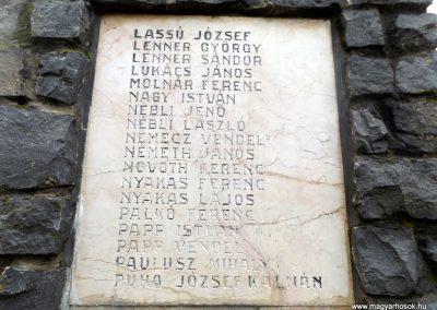 Mesztegnyő II. világháborús emlékmű 2014.10.25. küldő-kalyhas (16)