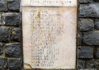 Mesztegnyő II. világháborús emlékmű 2014.10.25. küldő-kalyhas (17)