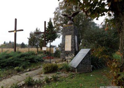Mesztegnyő II. világháborús emlékmű 2014.10.25. küldő-kalyhas (18)