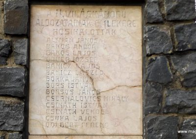 Mesztegnyő II. világháborús emlékmű 2014.10.25. küldő-kalyhas (6)