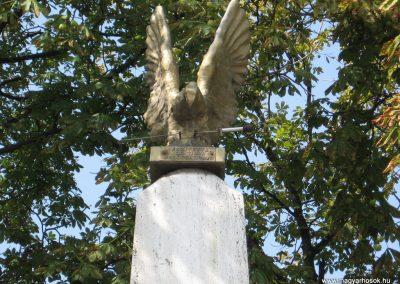 Mezőcsát I.vh emlékmű 2007.08.23.küldő-Kályhás (2)
