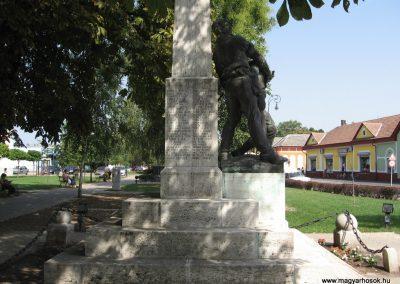 Mezőcsát I.vh emlékmű 2007.08.23.küldő-Kályhás (3)