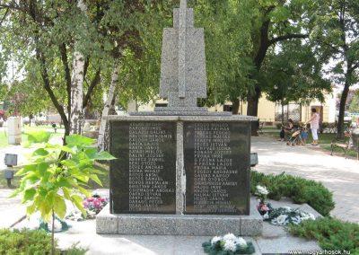 Mezőcsát II.vh emlékmű 2007.08.23.küldő-Kályhás (1)