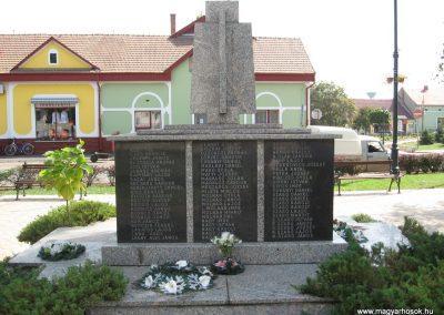 Mezőcsát II.vh emlékmű 2007.08.23.küldő-Kályhás (2)