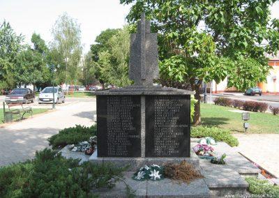 Mezőcsát II.vh emlékmű 2007.08.23.küldő-Kályhás (3)