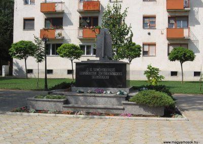 Mezőcsát II.vh emlékmű 2007.08.23.küldő-Kályhás