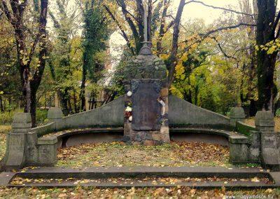 Mezőhegyes világháborús emlékmű 2012.11.13. küldő-Csiszár Lehel
