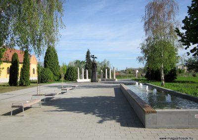 Mezőkövesd világháborús emlékmű 2012.04.27. küldő-kalyhas (1)
