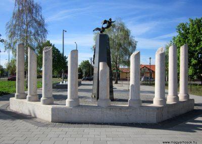 Mezőkövesd világháborús emlékmű 2012.04.27. küldő-kalyhas (15)