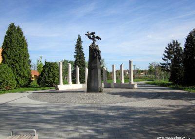 Mezőkövesd világháborús emlékmű 2012.04.27. küldő-kalyhas (2)