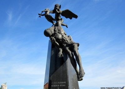 Mezőkövesd világháborús emlékmű 2012.04.27. küldő-kalyhas (3)